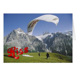 誕生日の挨拶- Jungfrauの近くのパラグライダー カード