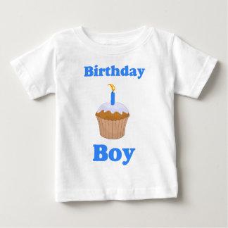 誕生日の男の子のカップケーキのワイシャツ ベビーTシャツ
