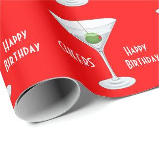 誕生日は赤いマルティーニのガラスオリーブ色のカクテルを元気づけます ラッピングペーパー