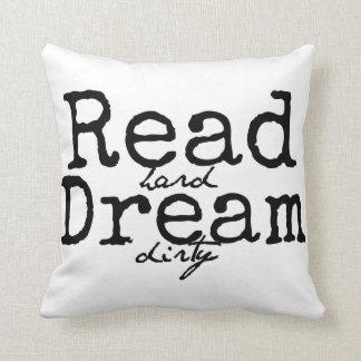 読書の堅い夢の汚れた枕 クッション