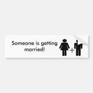 誰かは結婚しています! ノベルティのバンパーステッカー バンパーステッカー