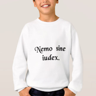 誰も彼自身の裁判官ではないです スウェットシャツ