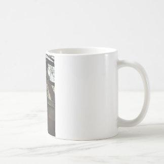 調べること群集の上で コーヒーマグカップ