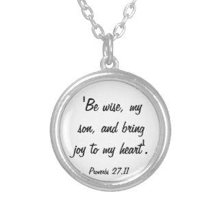 諺は私のハートのネックレスに喜びを持って来ます シルバープレートネックレス