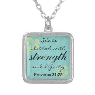 諺31 25彼女は強さと着ます シルバープレートネックレス