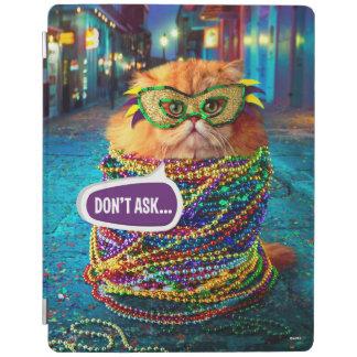 謝肉祭のカラフルなビーズを持つおもしろいな猫 iPadスマートカバー