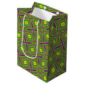 謝肉祭の緑の黄色い紫色パターン ミディアムペーパーバッグ