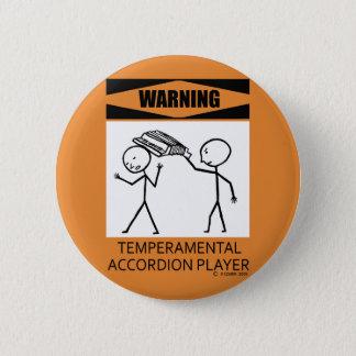 警告の気難しなアコーディオンプレーヤー 缶バッジ