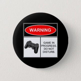 警告: 進行中のゲーム 5.7CM 丸型バッジ