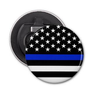 警察によってスタイルを作られる収穫された米国旗 栓抜き