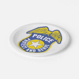 警察はバッジを保護し、機能します ペーパープレート