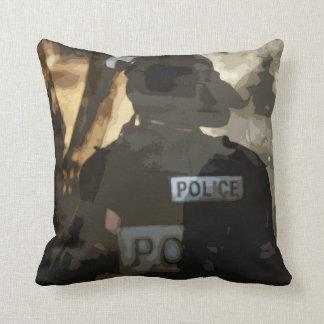 警察は芸術を置きます クッション
