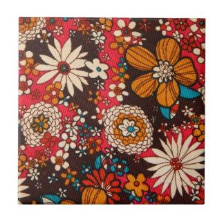 豊富で高価なヴィンテージの花の織物パターン タイル