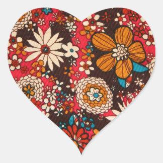 豊富で高価なヴィンテージの花の織物パターン ハートシール