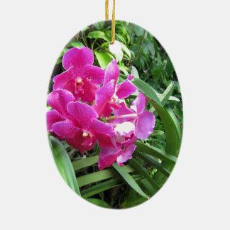 豊富な緑の草木のピンクの花柄 陶器製卵型オーナメント