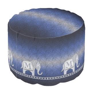 象の歩行のモノグラムの銀か青いID390 プーフ