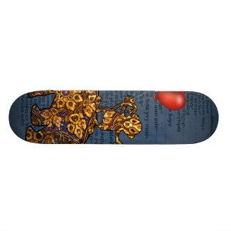 象の猿はハートの気球を支持します スケートボード