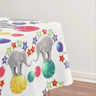 象はサーカスパターンを主演します テーブルクロス