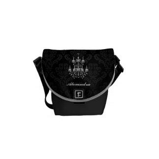 豪奢な白黒シャンデリアのダマスク織 メッセンジャーバッグ