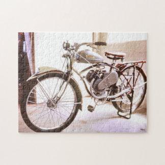 豪華で古いヴィンテージによってモーターを備えられる自転車 ジグソーパズル