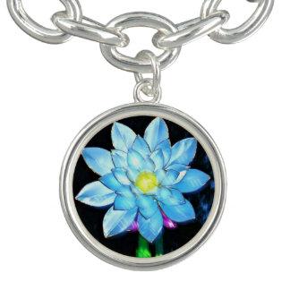 豪華で鮮やかで青いちょうちんの花Bloo ブレスレット