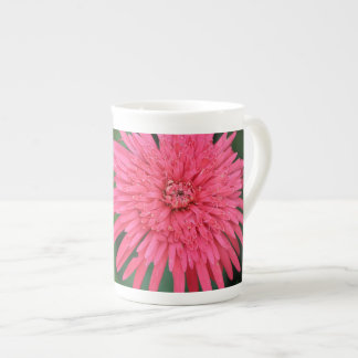豪華なピンクの花の高いマグ ボーンチャイナカップ