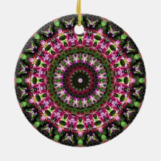豪華な緑及びマゼンタの花の曼荼羅の芸術 セラミックオーナメント