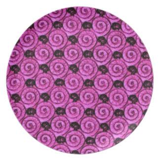 貝および花のピンク プレート