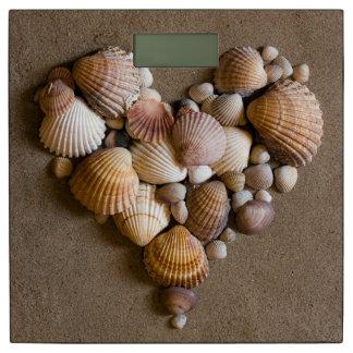 貝となされるバレンタインのハート 体重計