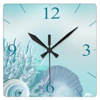 貝殻によっては熱帯ビーチ の水が夢を見ます スクエア壁時計