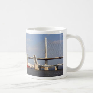 貨物船およびトレドの退役軍人Skyway コーヒーマグカップ