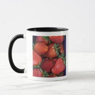 販売のための熟した新しいいちごのpunnet マグカップ
