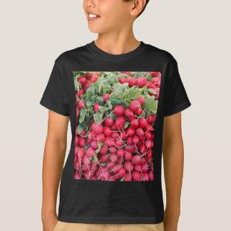 販売のための赤いラディッシュ Tシャツ
