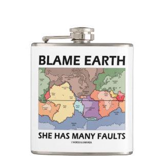 責任の地球彼女は有します多くの欠陥(プレート造構論)を フラスク