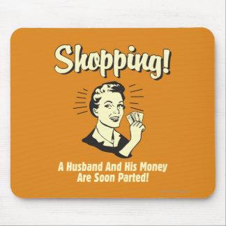 買物をすること: 夫および彼のお金 マウスパッド