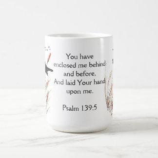 賛美歌の65:5の聖書の聖なる書物、経典クロドリに答えます コーヒーマグカップ