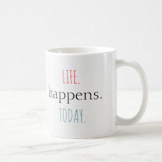 賢いのへの感動的なタイポグラフィの単語 ベーシックホワイトマグカップ