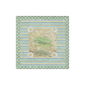 賢人およびティール(緑がかった色)のストライプなコラージュの緑カエル ストーンマグネット