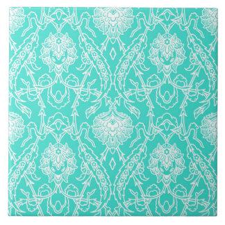 贅沢なターコイズ及び白いダマスク織の装飾的なパターン タイル