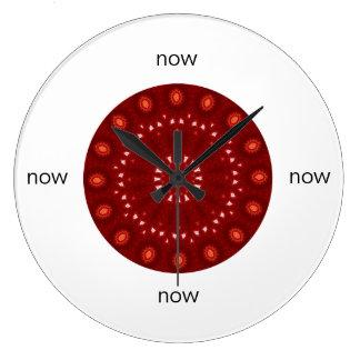 """赤いあずき色の万華鏡のように千変万化するパターンの曼荼羅""""今"""" ラージ壁時計"""