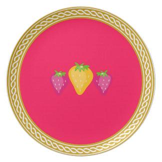赤いいちごの夕食の装飾のプレート プレート