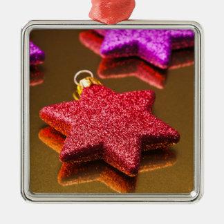赤いおよび紫色の光沢があるクリスマスの星 メタルオーナメント