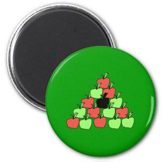 赤いおよび緑のりんご。 玉突の玉、三角形 マグネット