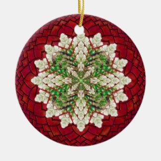 赤いおよび緑のキヅタの曼荼羅のオーナメント 陶器製丸型オーナメント