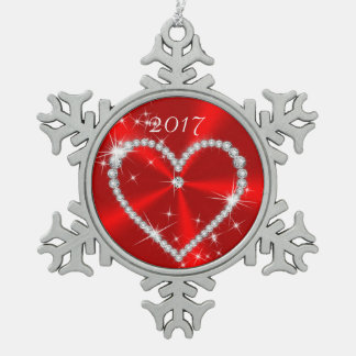 赤いきらめくサテンのダイヤモンドのハート スノーフレークピューターオーナメント