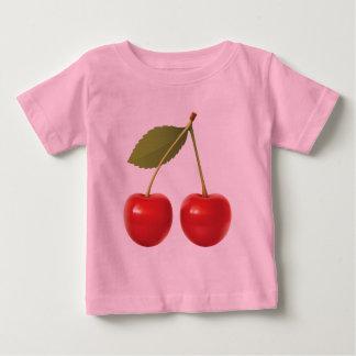 赤いさくらんぼのベビーのTシャツ ベビーTシャツ
