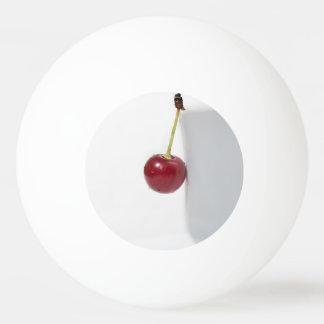 赤いさくらんぼの果実 卓球ボール
