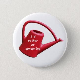 赤いじょうろ-私はむしろ庭いじりをしていました 缶バッジ