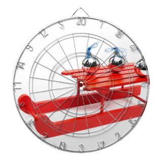 赤いそりの3つの銀製のクリスマスの球 ダーツボード