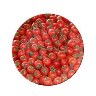 赤いつる植物のトマト 磁器プレート